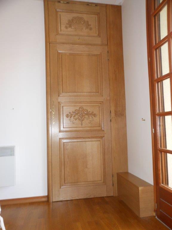 Porte de placard chêne et sculpture - Fresquiennes