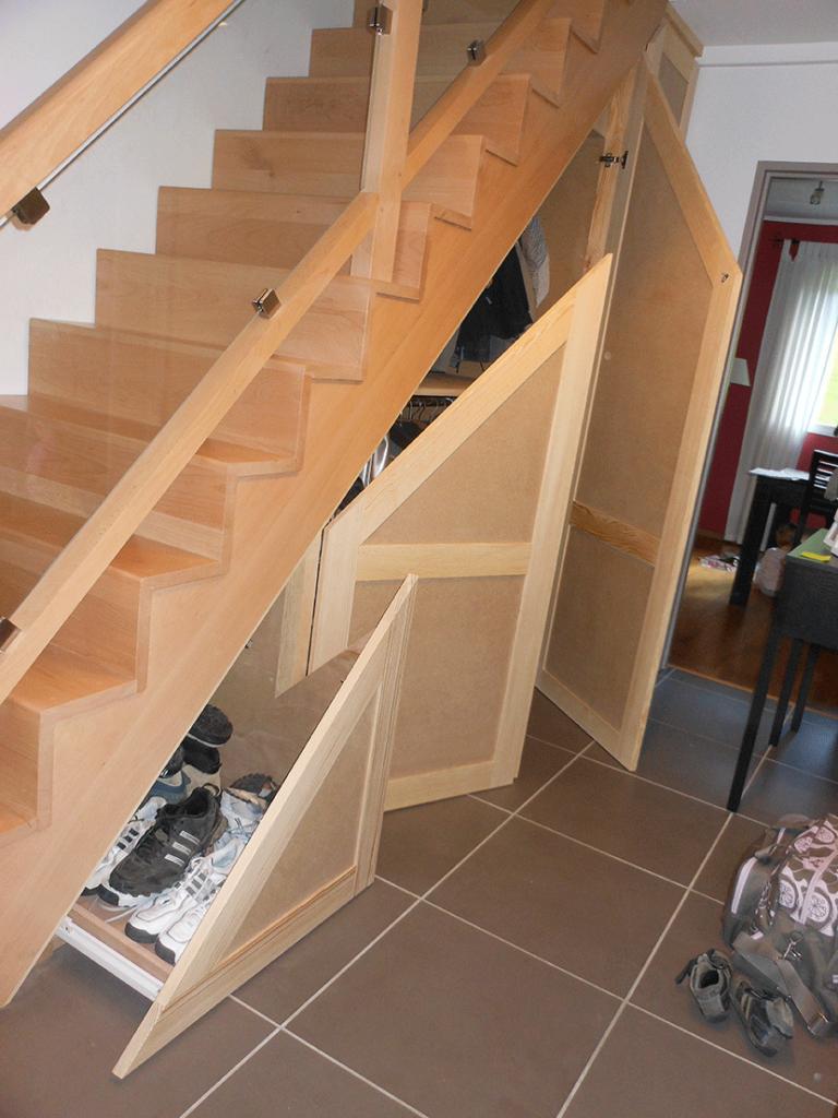 Escalier, garde corps et rangement sous escalier (AVANT-PEINTURE)