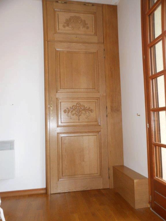 Porte de placard en chêne et sculpture - Fresquiennes